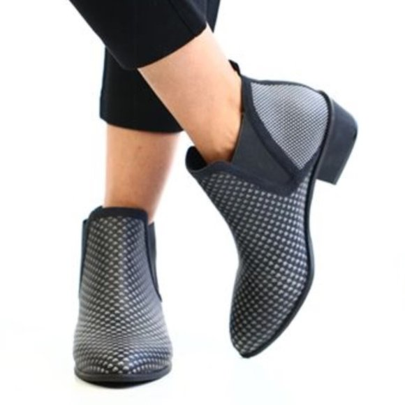 Betabrand Tennis Western Ankle Boots Black Diamond